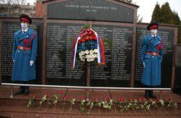 Положени вијенци на Споменик палим борцима Војске Републике Српске