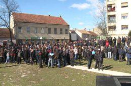 НЕЗАДОВОЉСТВО ЗБОГ СУДСКЕ ОДЛУКЕ: Велики број Билећана у мирном протесту