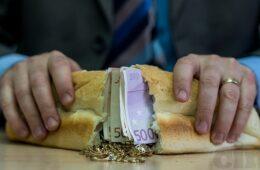 """Источнохерцеговачким функционерима више од 70.000 КМ за """"бијели хљеб"""""""