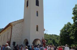 БЕЗ СТРАДАЊА НЕМА ВАСКРСЕЊА: Прослављен Петровдан - храмовна слава на Борцима код Коњица (ФОТО)