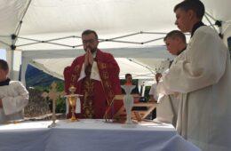 СРАМОТА! Одржана миса на православном гробљу у Завали